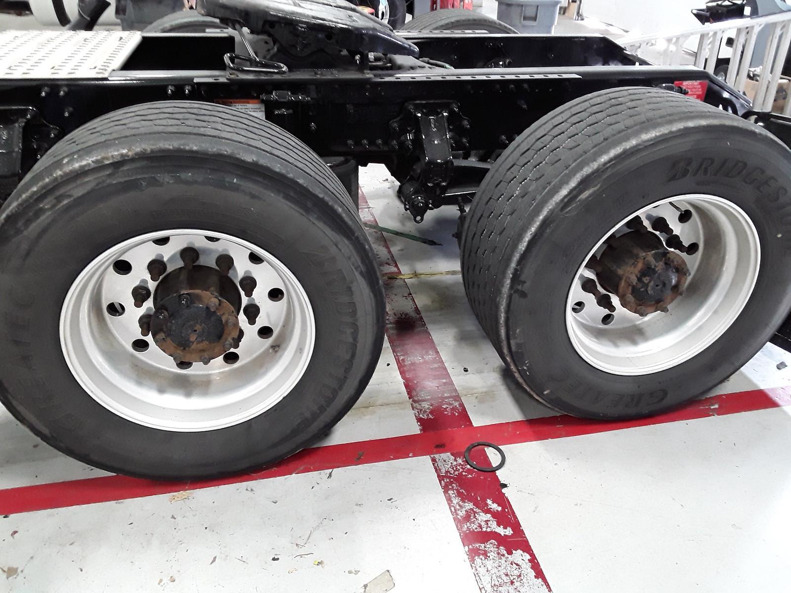 2015 Volvo VNL 6x4, Tractor #317505 - photo 2