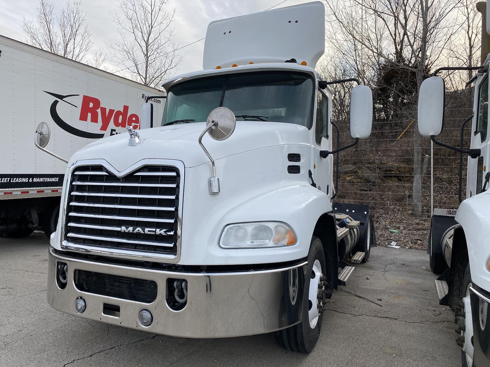 2014 Mack CXU612, Tractor #539443 - photo 1