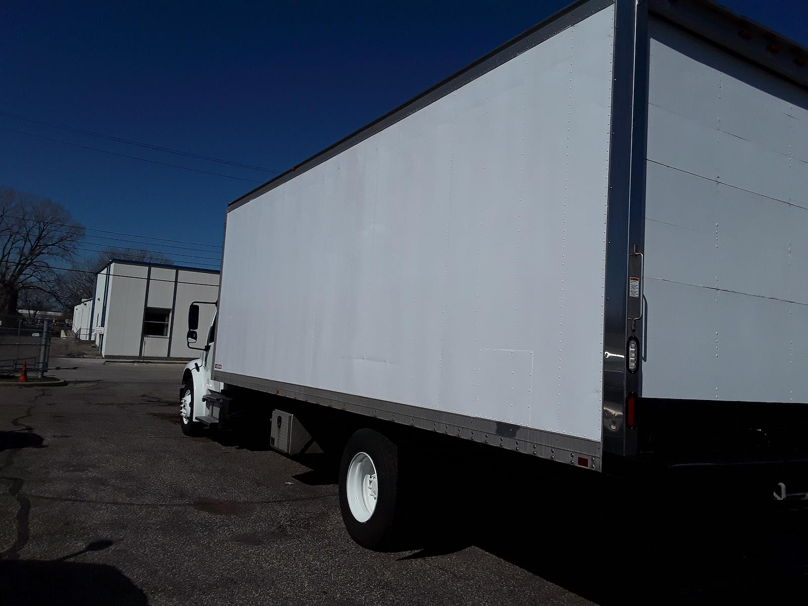 2015 Freightliner M2 106 4x2, Dry Freight #342246 - photo 1