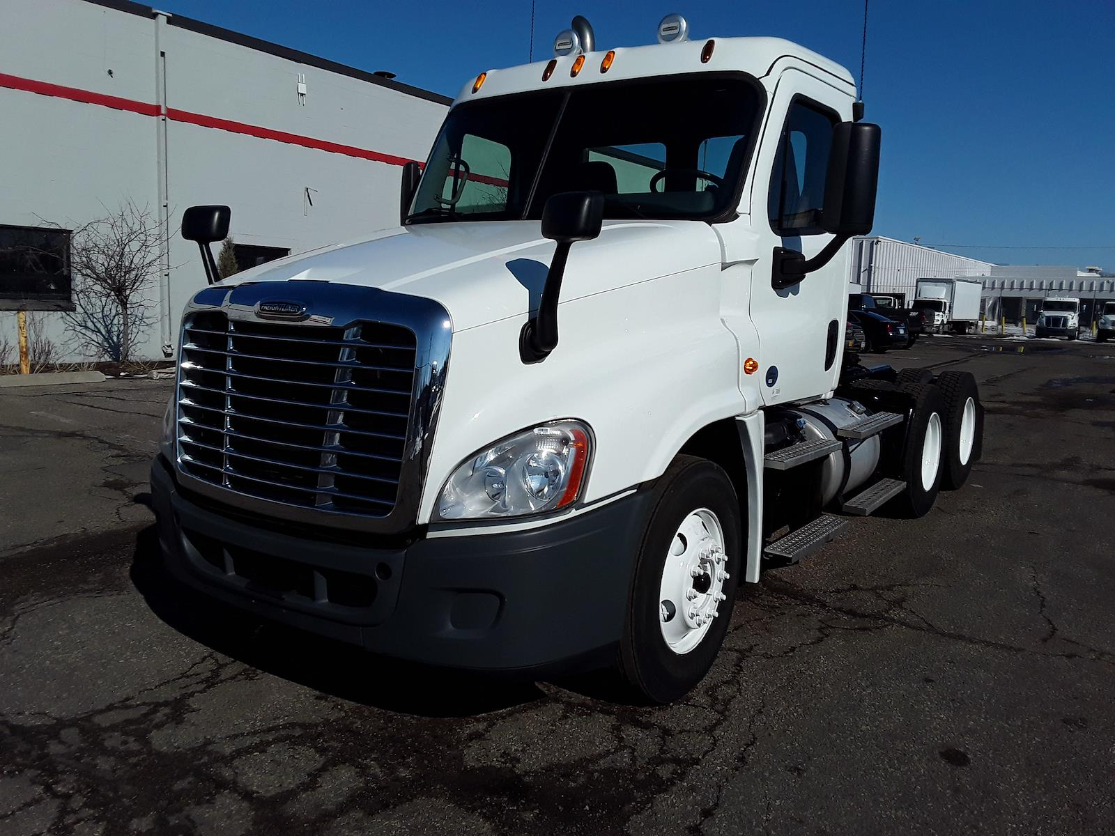 2015 Freightliner Cascadia 6x4, Tractor #578644 - photo 1
