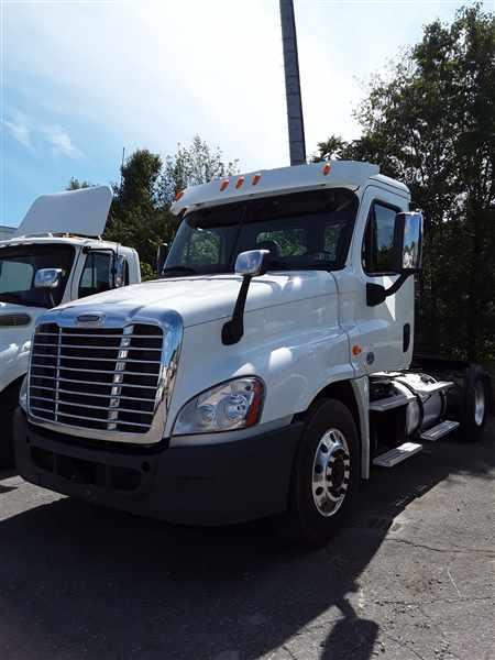 2014 Freightliner Truck 4x2, Tractor #533426 - photo 1