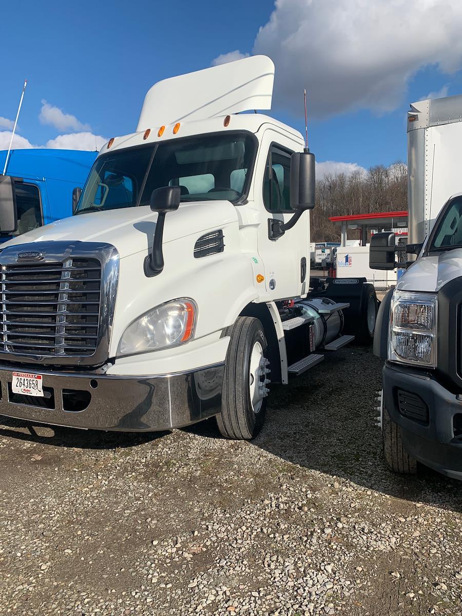 2014 Freightliner Truck 4x2, Tractor #545377 - photo 1
