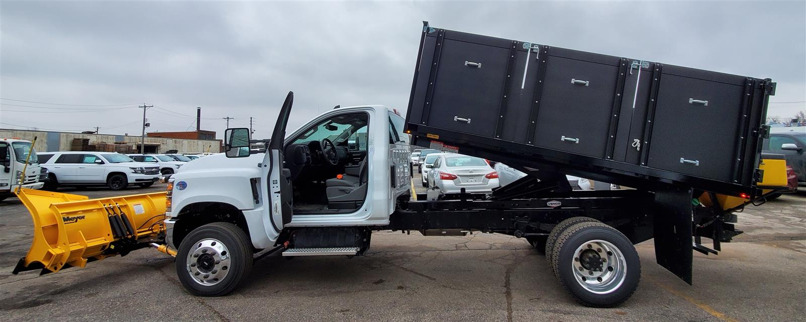 2019 Chevrolet Silverado Medium Duty Regular Cab DRW 4x4, Landscape dump w/ Snow plow and salt spreader #191025 - photo 8