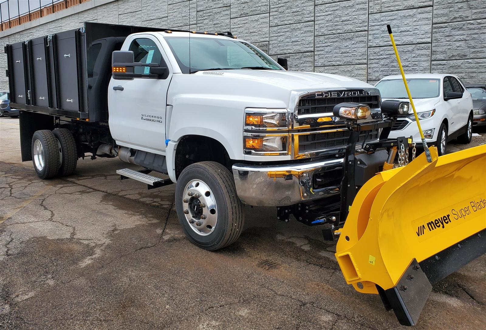2019 Chevrolet Silverado Medium Duty Regular Cab DRW 4x4, Landscape dump w/ Snow plow and salt spreader #191025 - photo 3