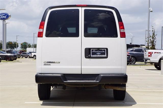 2018 Chevrolet Express 2500 4x2, Passenger Wagon #FA0773 - photo 1