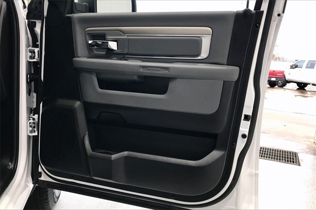 2019 Ram 1500 Crew Cab 4x2, Pickup #PKS712237 - photo 29