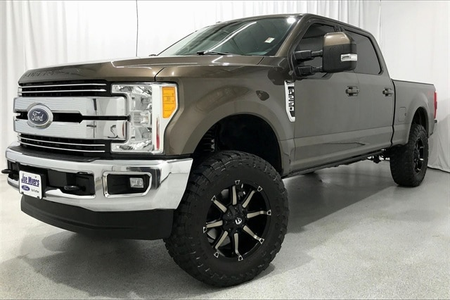 2017 Ford F-250 Crew Cab 4x4, Pickup #THEB76910 - photo 1