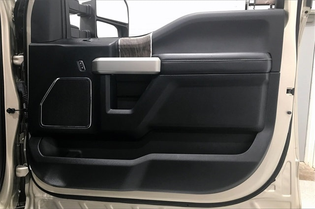 2017 Ford F-250 Crew Cab 4x4, Pickup #THED32179 - photo 29