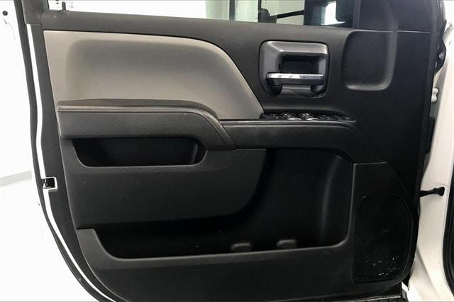 2017 Chevrolet Silverado 3500 Crew Cab RWD, Platform Body #THF135832 - photo 23