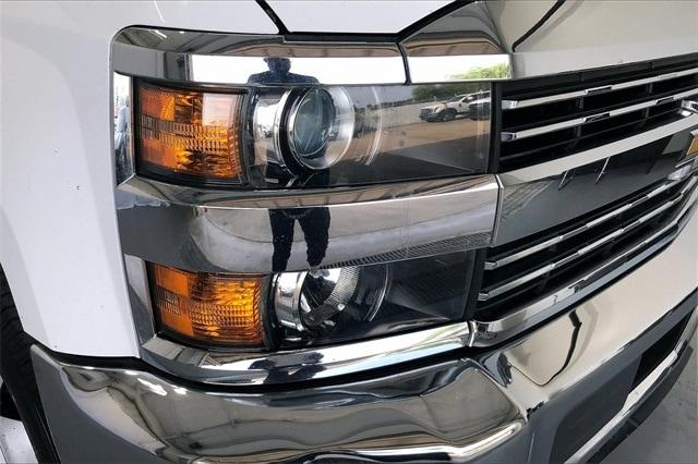 2017 Chevrolet Silverado 3500 Crew Cab RWD, Platform Body #THF135832 - photo 26