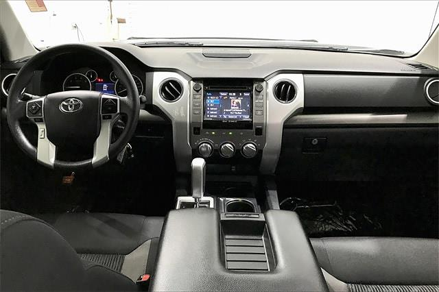 2017 Toyota Tundra Crew Cab 4x2, Pickup #THX112850 - photo 17