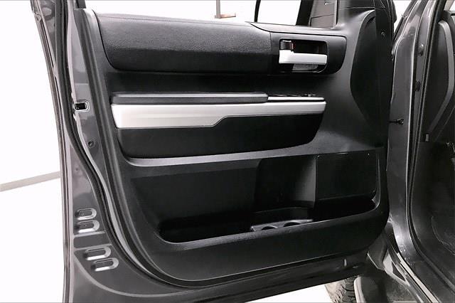 2017 Toyota Tundra Crew Cab 4x2, Pickup #THX112850 - photo 28