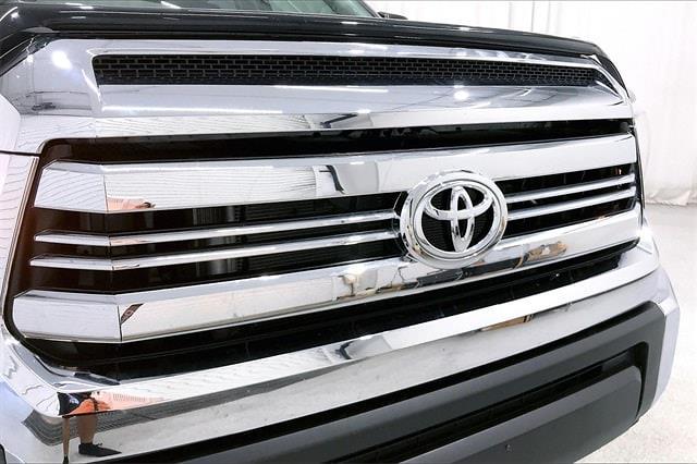 2017 Toyota Tundra Crew Cab 4x2, Pickup #THX112850 - photo 34