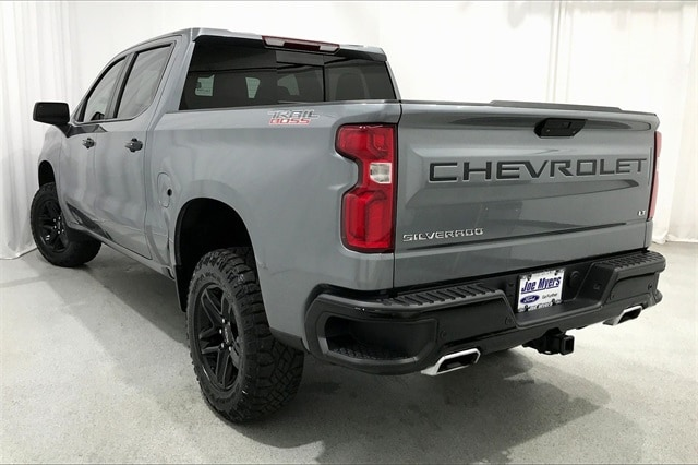 2019 Chevrolet Silverado 1500 Crew Cab 4x4, Pickup #TKG199171 - photo 2