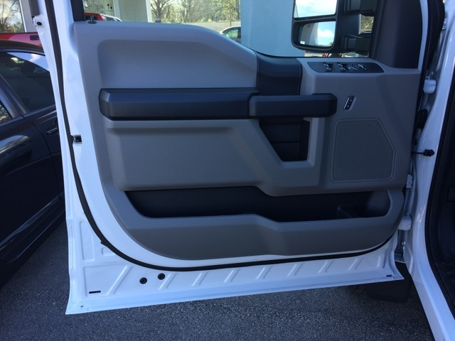 2019 Ford F-450 Crew Cab DRW 4x4, Cab Chassis #T6136 - photo 28