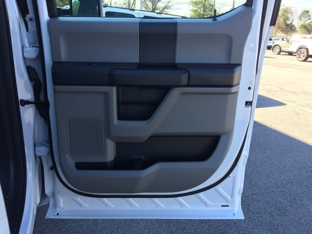 2019 Ford F-450 Crew Cab DRW 4x4, Cab Chassis #T6136 - photo 31