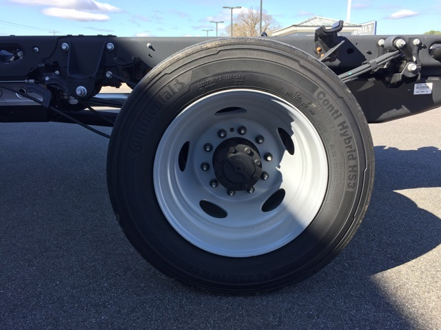 2019 Ford F-450 Crew Cab DRW 4x4, Cab Chassis #T6136 - photo 9