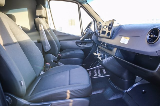 2020 Mercedes-Benz Sprinter 2500 Standard Roof 4x2, Empty Cargo Van #S1326 - photo 7