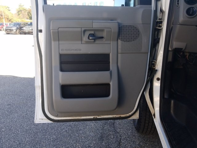 2013 Ford E-350 4x2, Cutaway Van #L1708A - photo 12