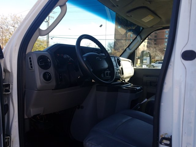 2013 Ford E-350 4x2, Cutaway Van #L1708A - photo 14