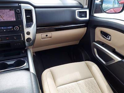 2019 Nissan Titan Crew Cab 4x4, Pickup #1991510 - photo 17