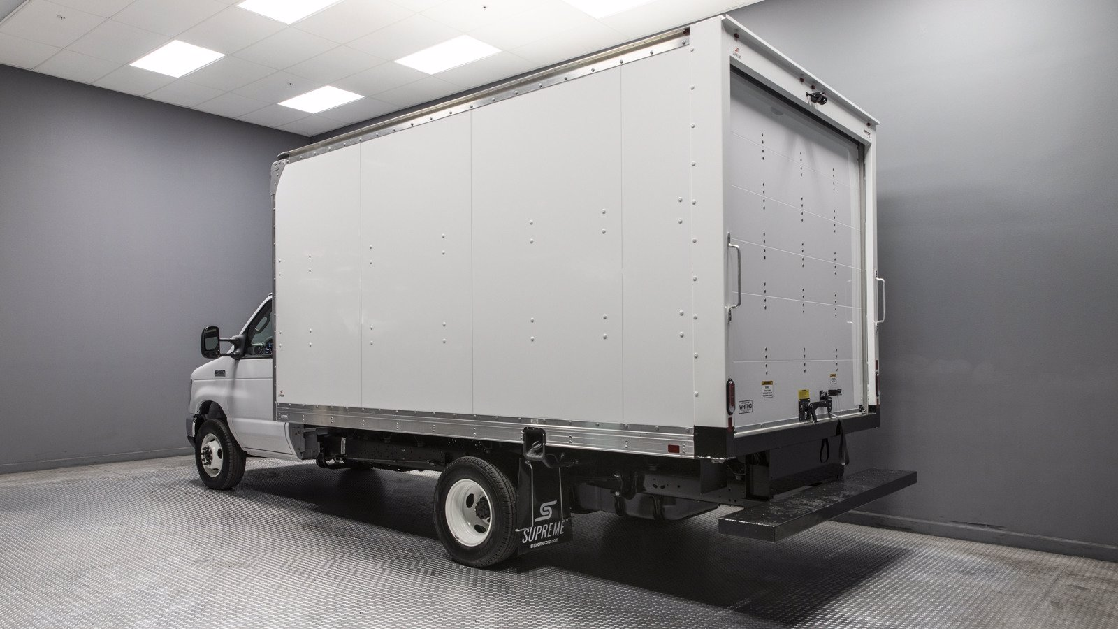 2021 Ford E-450 RWD, Supreme Dry Freight #210018 - photo 1