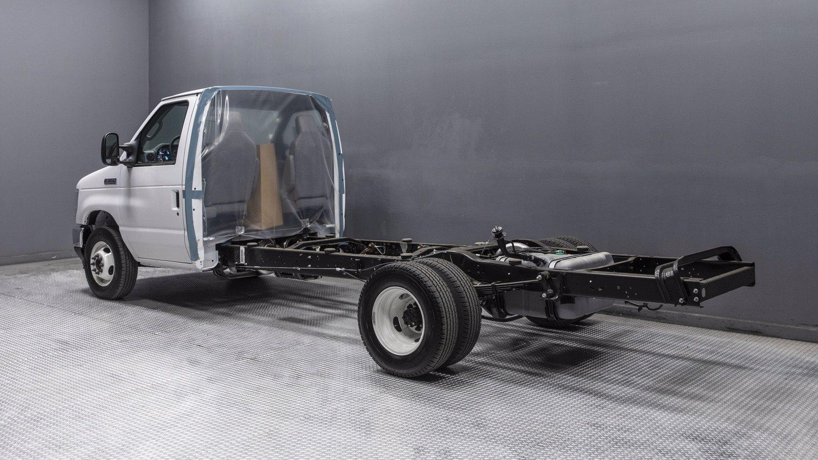 2021 Ford E-350 RWD, Cutaway #210022 - photo 1