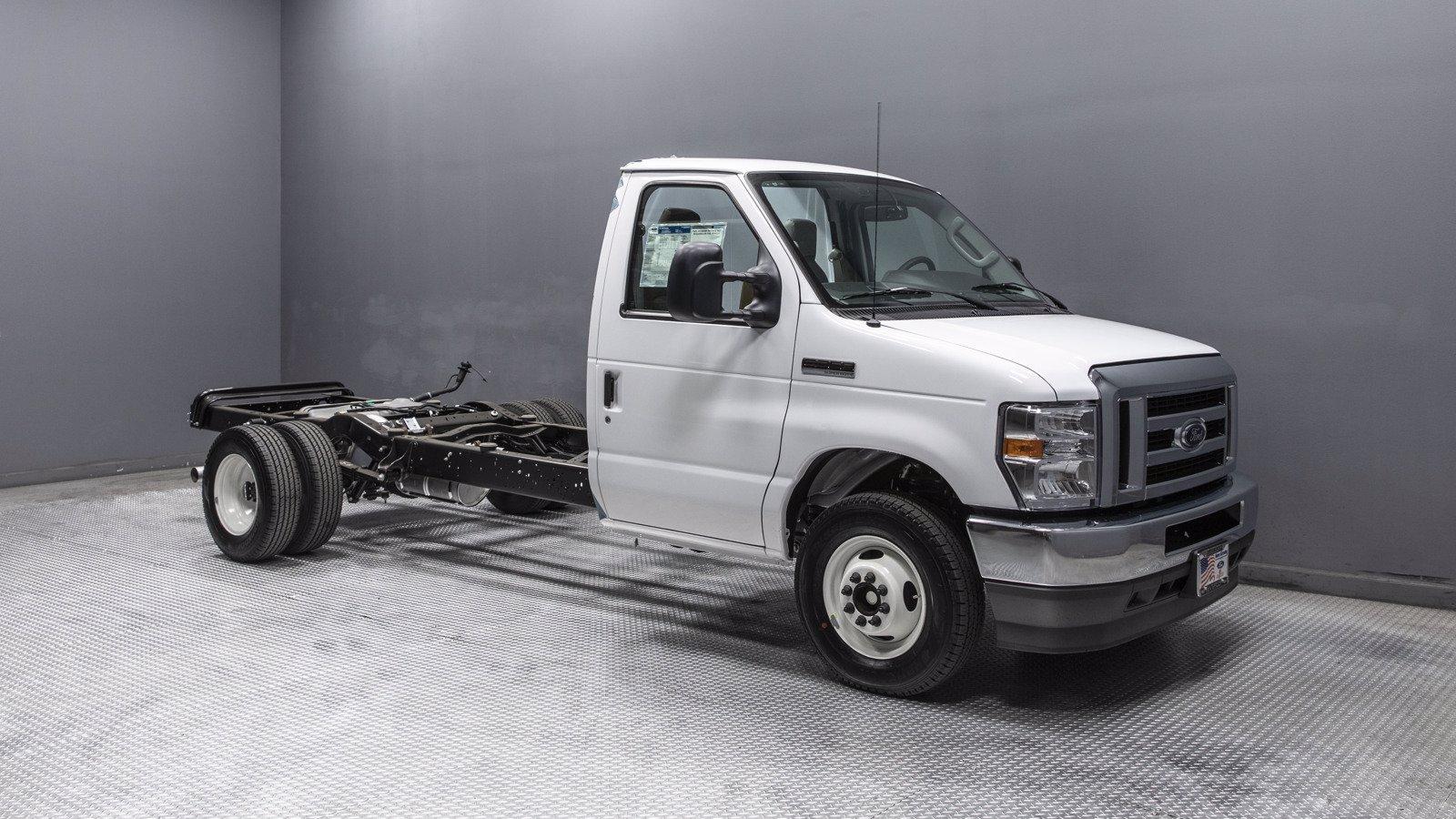 2021 Ford E-350 4x2, Cutaway #210022 - photo 1