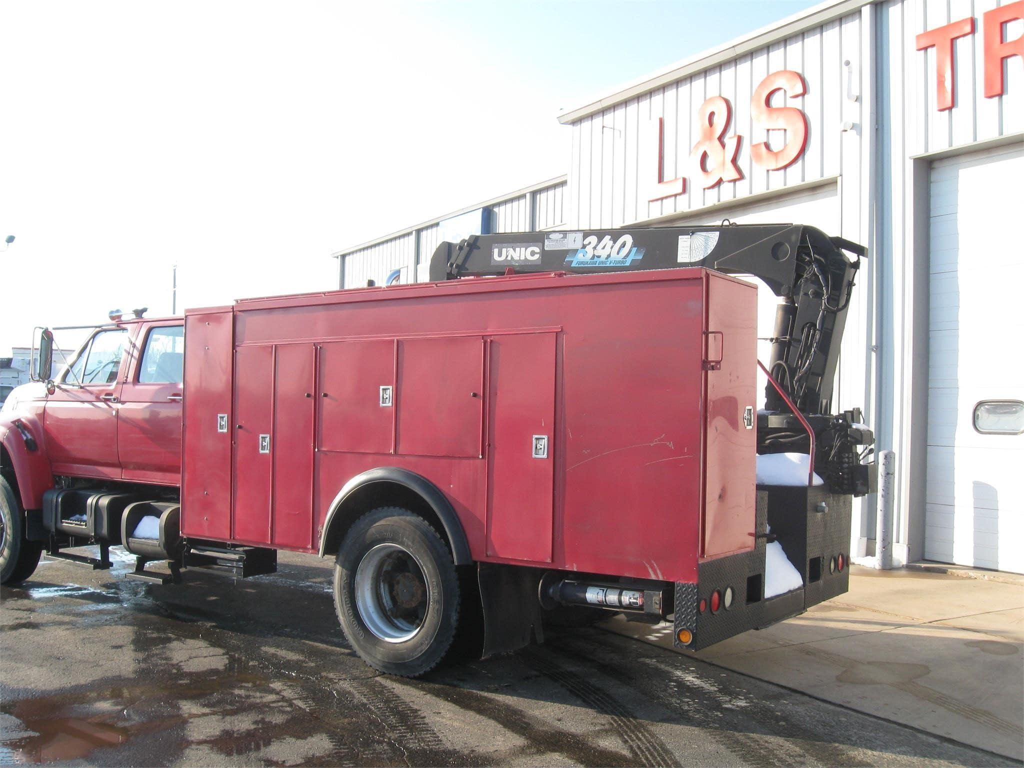 1997 Ford F-800, Crane Body #10555 - photo 1