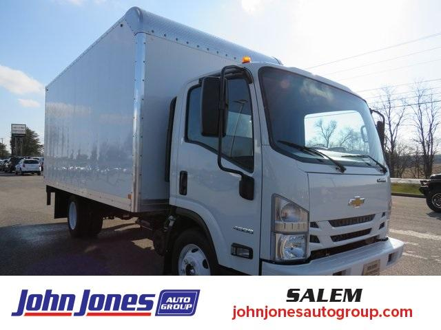 2020 Chevrolet LCF 4500 Regular Cab DRW 4x2, Bay Bridge Cutaway Van #S1236L - photo 1