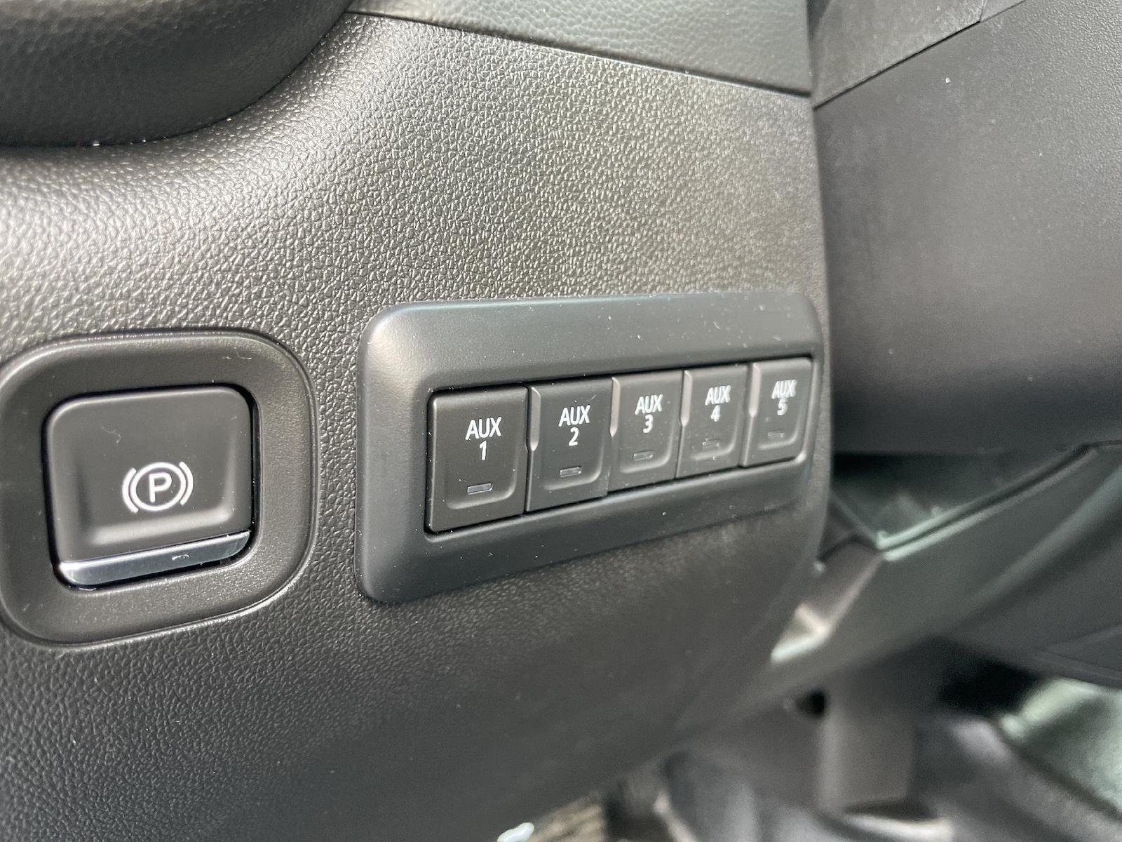 2021 Chevrolet Silverado 3500 Regular Cab AWD, Knapheide PGND Gooseneck Hauler Body #143979 - photo 12