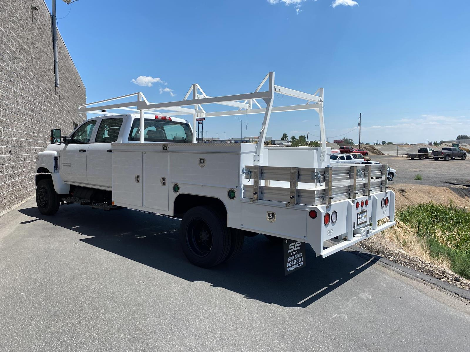 2021 Chevrolet Silverado 5500 Crew Cab DRW 4x4, Scelzi Combo Body #291539 - photo 1