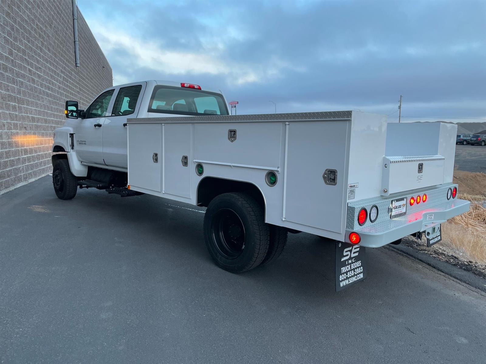 2020 Chevrolet Silverado 5500 Crew Cab DRW 4x4, Scelzi Service Body #352188 - photo 1