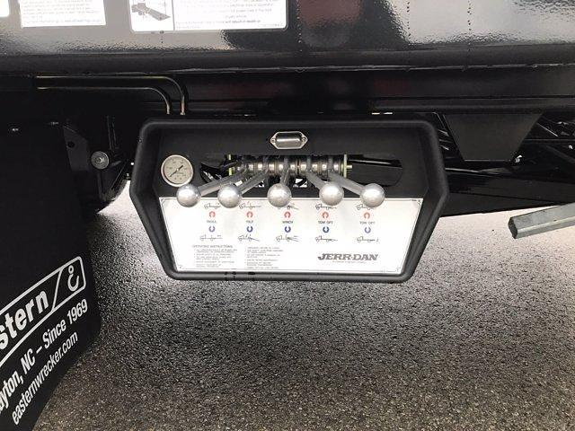 2020 Chevrolet Silverado Medium Duty Regular Cab DRW 4x2, Jerr-Dan Rollback Body #50032128 - photo 6