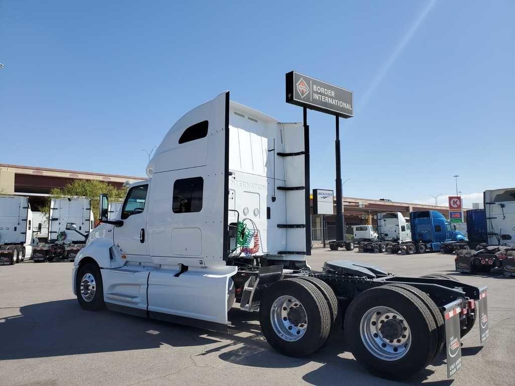 2020 International LT 6x4, Tractor #172892 - photo 2