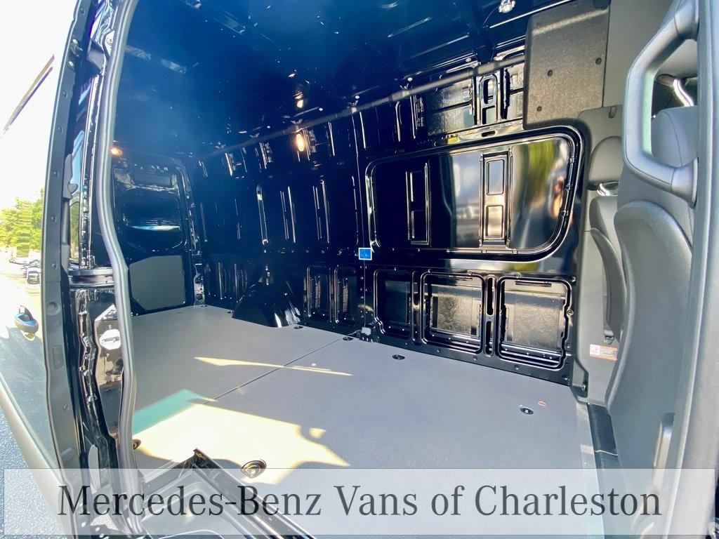 2020 Mercedes-Benz Sprinter 2500 4x4, Empty Cargo Van #MB10563 - photo 2