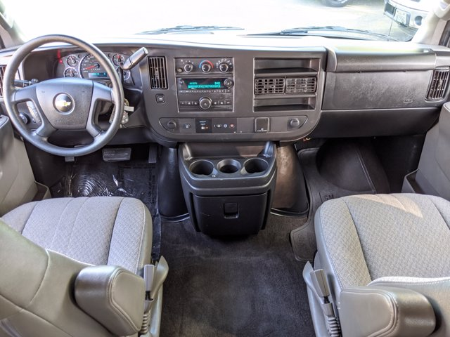 2018 Chevrolet Express 3500 4x2, Passenger Wagon #J1243984 - photo 17