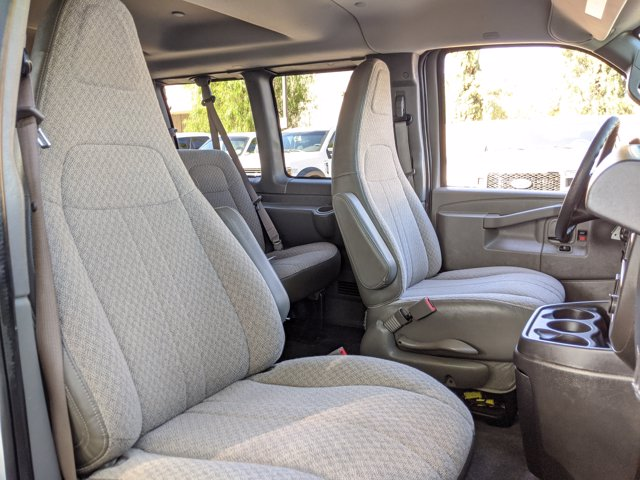 2018 Chevrolet Express 3500 4x2, Passenger Wagon #J1243984 - photo 20