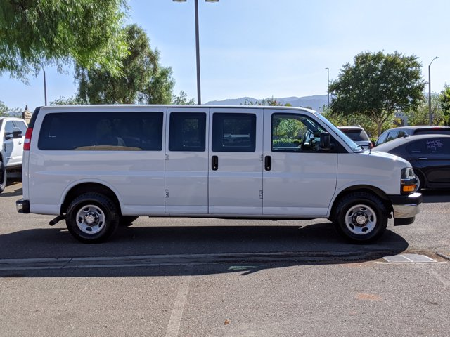 2018 Chevrolet Express 3500 4x2, Passenger Wagon #J1243984 - photo 5