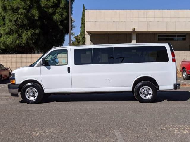 2018 Chevrolet Express 3500 4x2, Passenger Wagon #J1243984 - photo 9