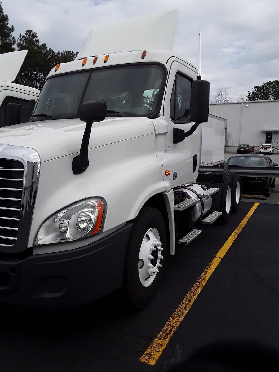 2015 Freightliner Truck 6x4, Tractor #582953 - photo 1
