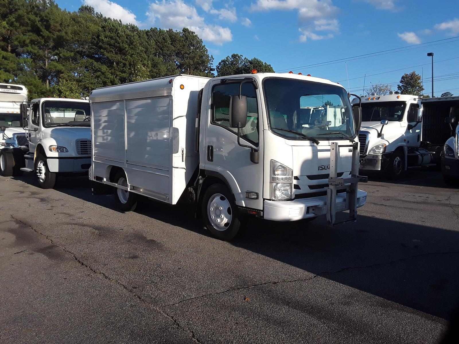 2016 Isuzu NRR Regular Cab 4x2, Other/Specialty #650835 - photo 1