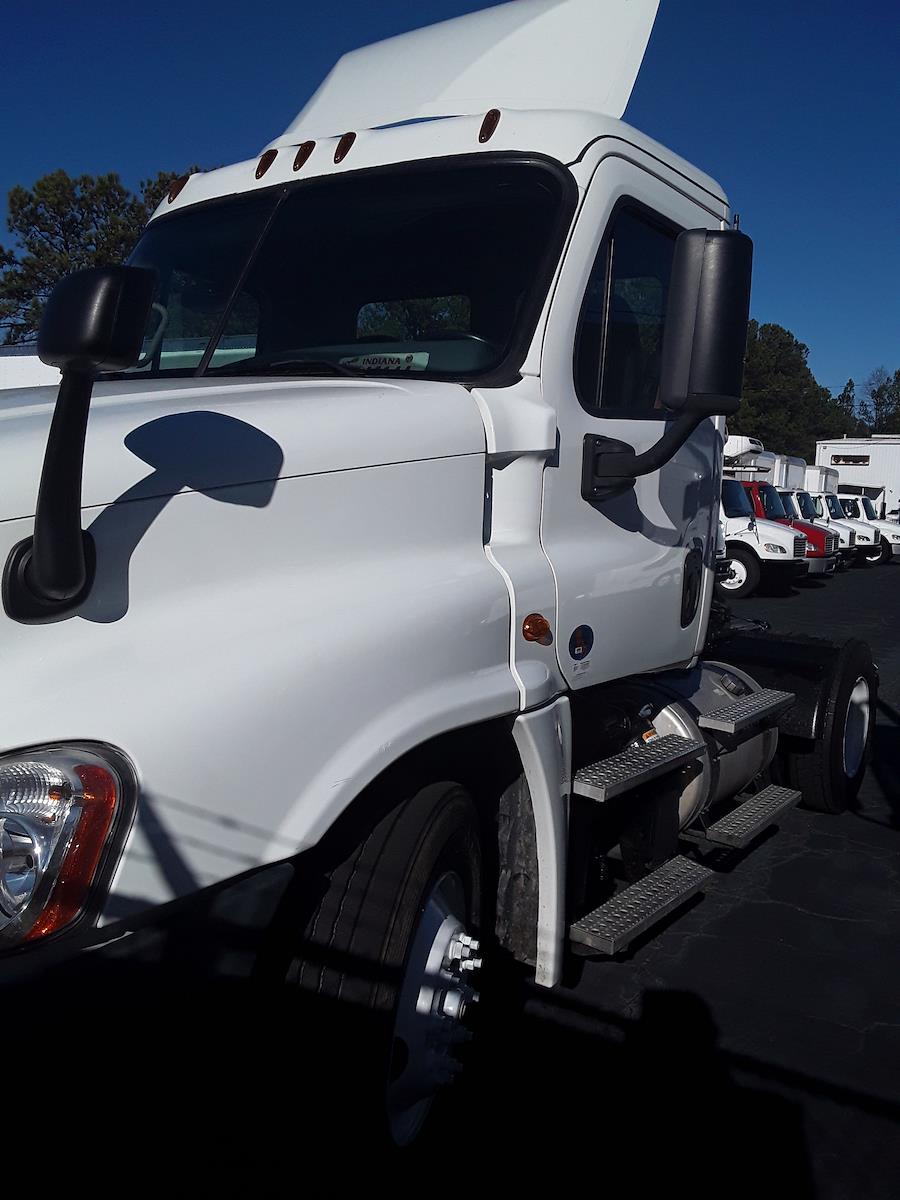 2016 Freightliner Truck 4x2, Tractor #652143 - photo 1