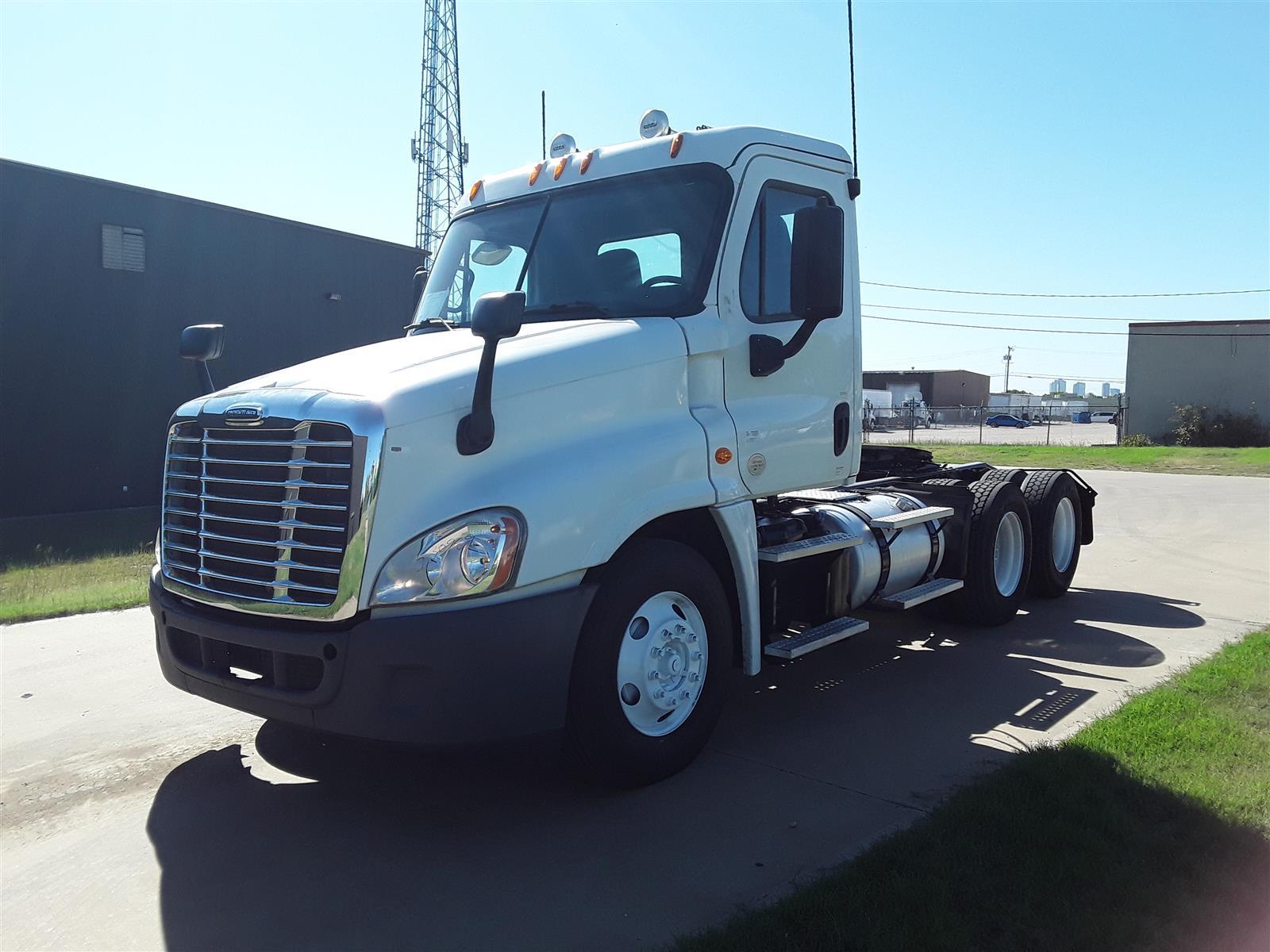 2014 Freightliner Truck 6x4, Tractor #530989 - photo 1