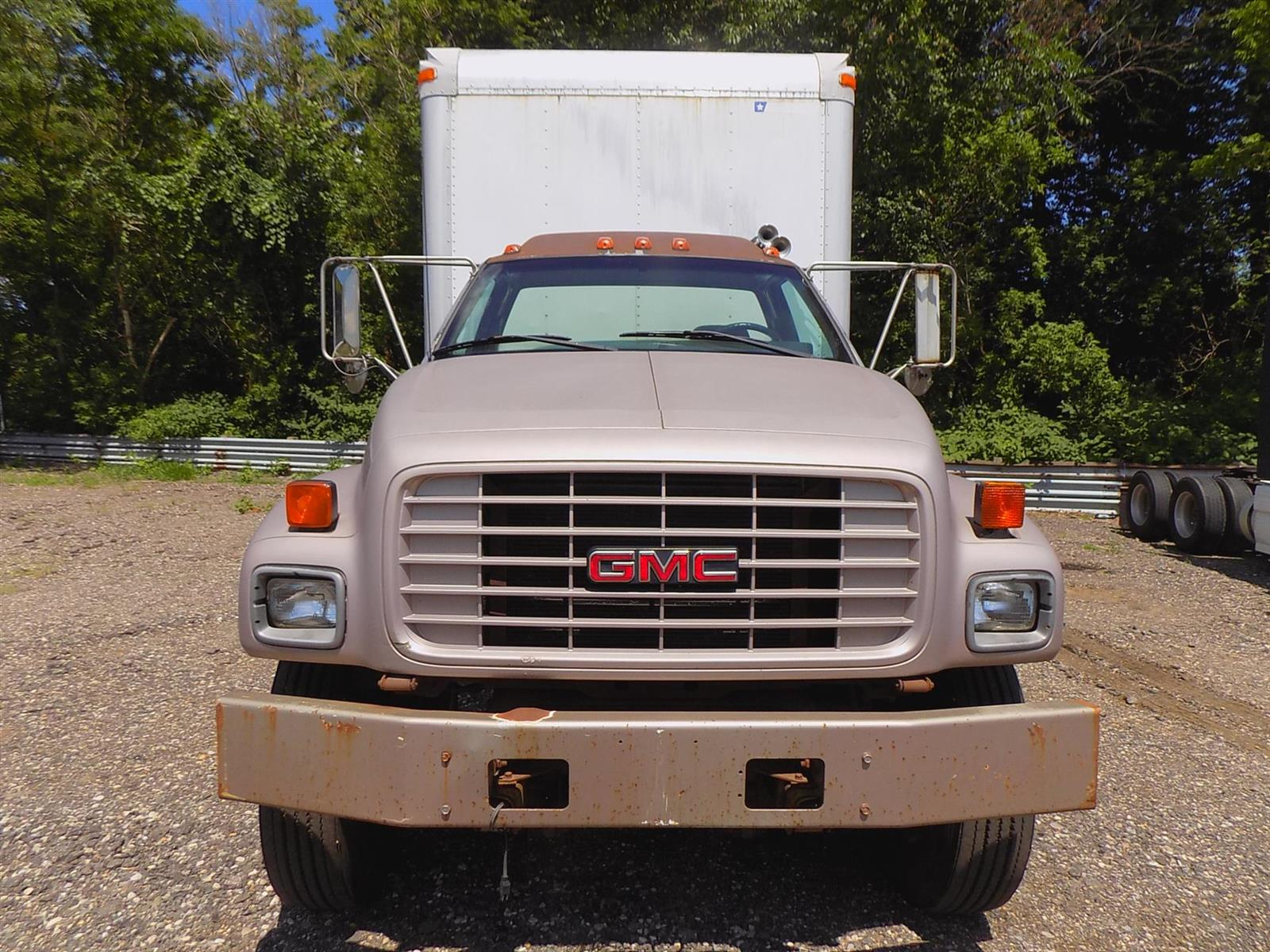 2000 GMC C7500 4x2, Cab Chassis #YJ514990 - photo 1