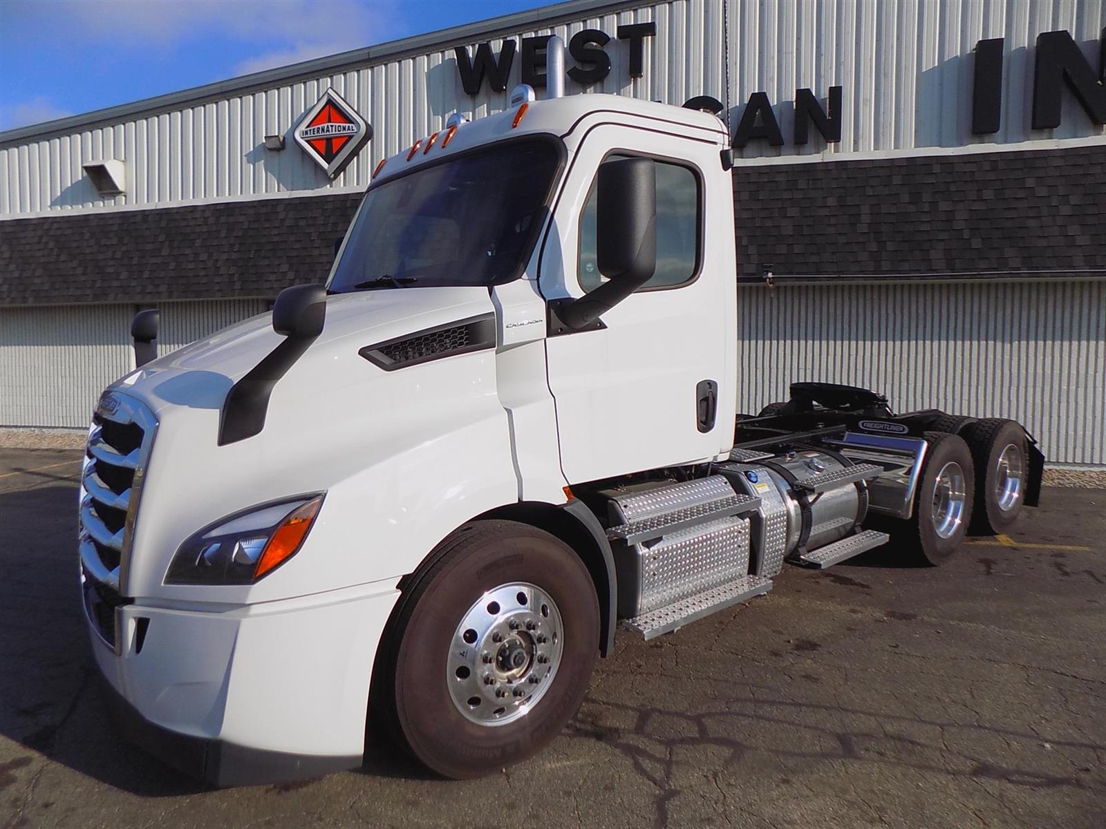 2020 Freightliner Cascadia 6x4, Tractor #117831 - photo 1