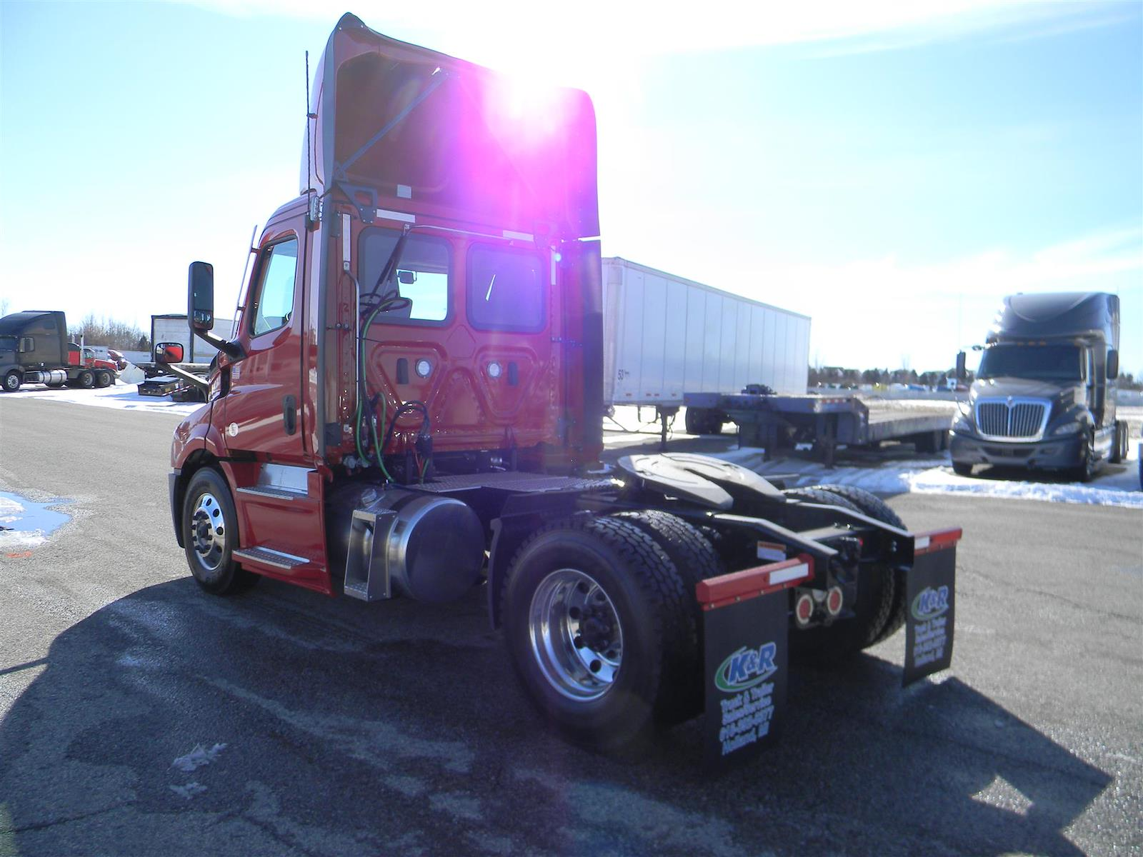 2021 Freightliner Cascadia 4x2, Cab Chassis #119757 - photo 1