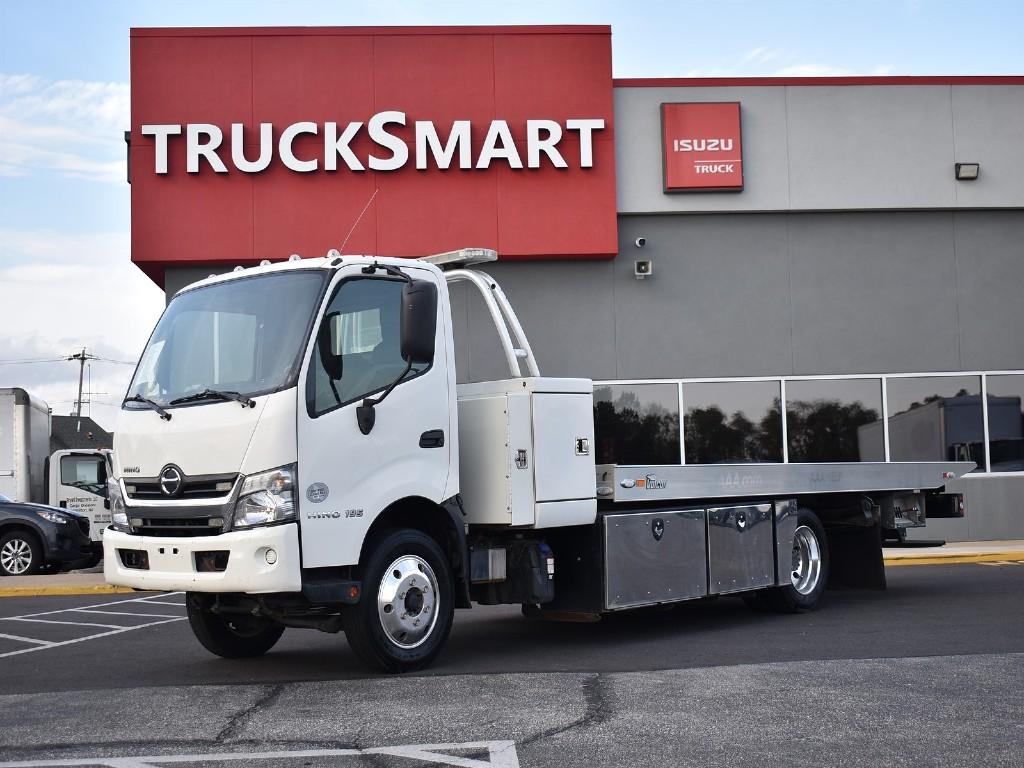 2017 Hino Truck Single Cab, Rollback Body #10408 - photo 1