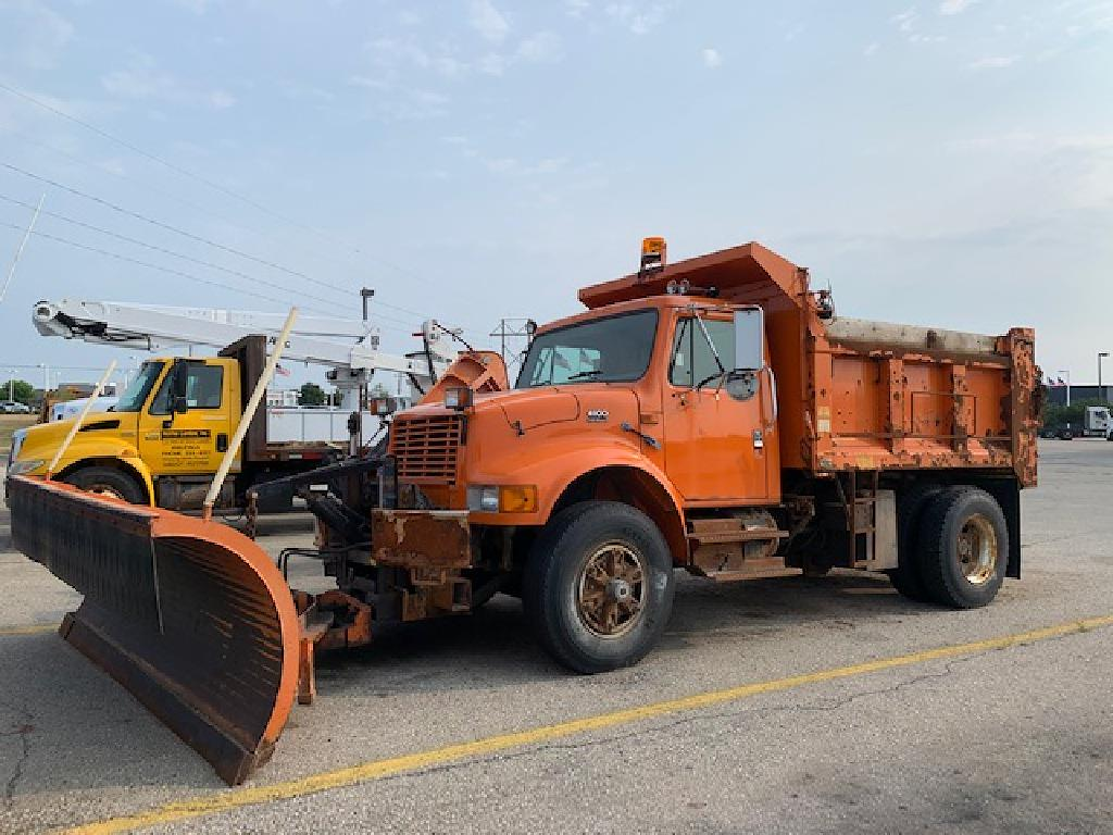 1999 International Truck, Dump Body #109637 - photo 1