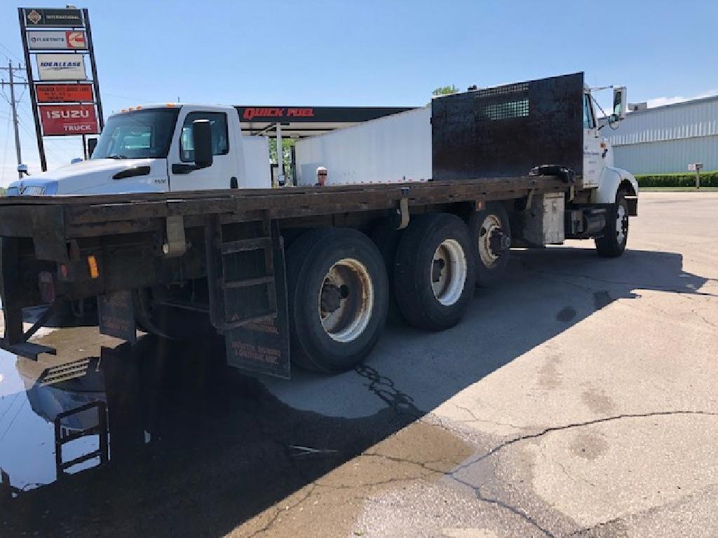 2000 International Truck, Platform Body #125627 - photo 1